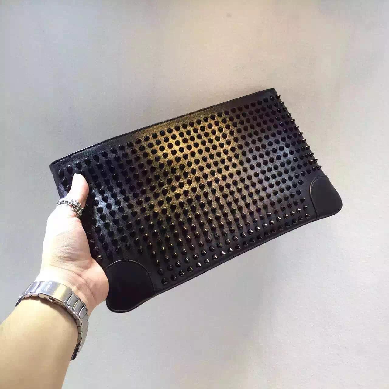 Christian Louboutin ショルダーバッグ  クラッチバッグ 2色  スーパーコピーバッグ代引き可能国内発送