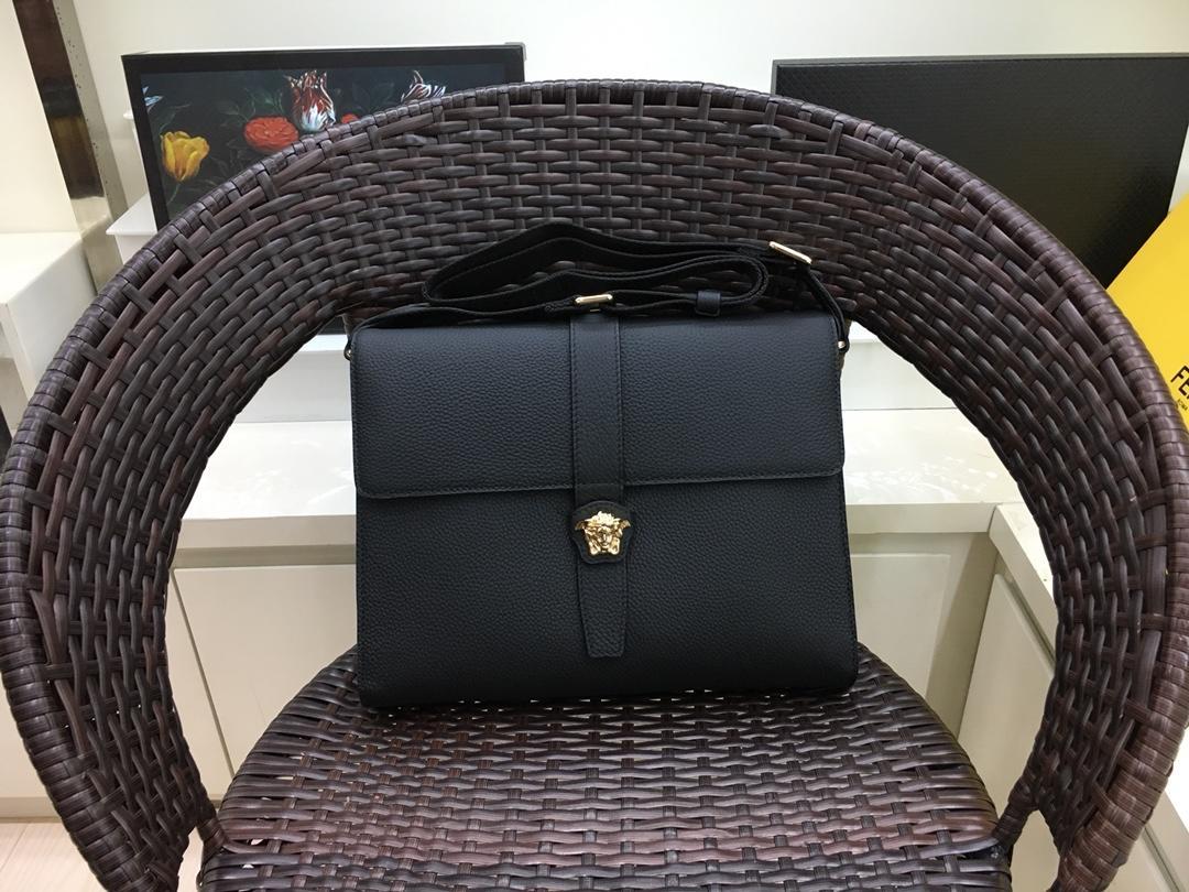Versaceヴェルサーチ メンズ 斜め掛けショルダーバッグ 日本国内発送 口コミ