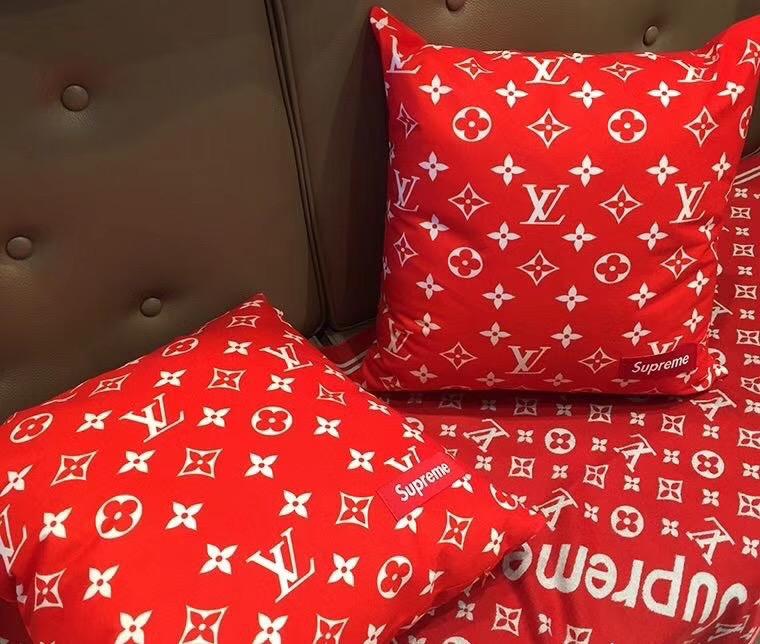 supreme*Louis Vuitton 抱き枕 スーパーコピーブランド 通販口コミ 激安販売